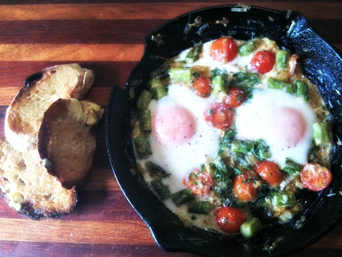 baked eggs, baked eggs recipe, baked eggs with leek, asparagus and parmesan, parmesan baked eggs