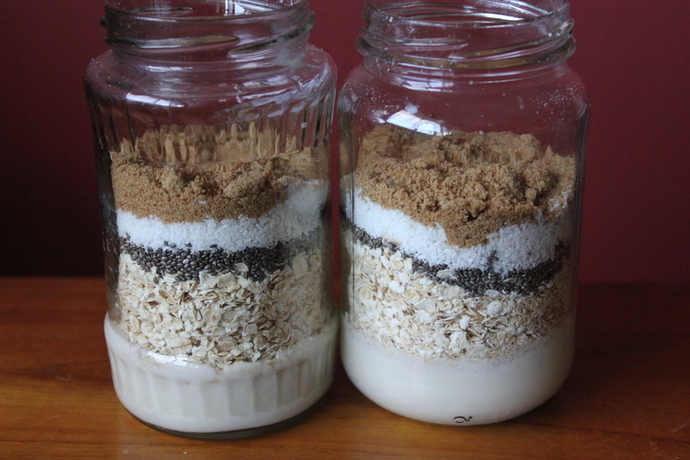 breakfast in a jar, oats, porridge, muesli, fruit