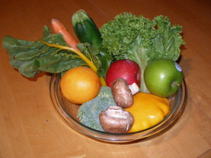 carrots, broccoli, swiss chard, mushrooms, squash, apples, lettuce, healthy, vegetables