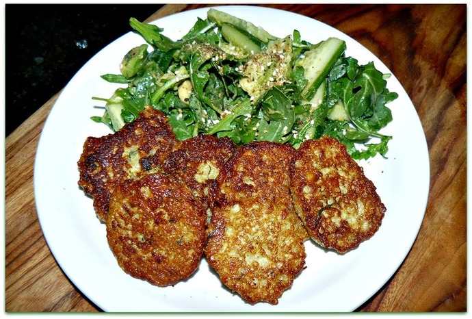cheesy quinoa rissoles, cheesy quinoa bites, quinoa, quinoa recipe, quinoa patties, cheesy quinoa patties, green dukkah salad with cheesy quinoa rissoles