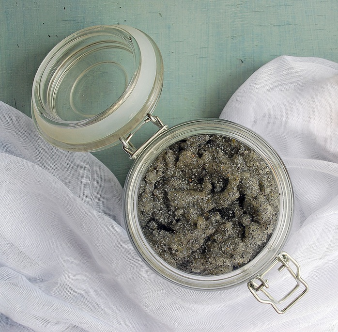 DIY lemon and poppy seed scrub