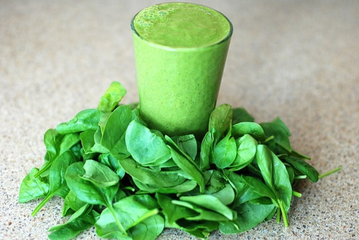 Fresh spinach smoothie