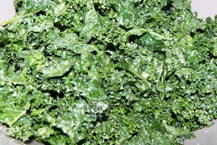 kale salad, kale salad recipe, kale, kale salad with garlic and parmesan dressing, garlic and parmesan dressing, vegetarian, vegetarian salad, kale salad
