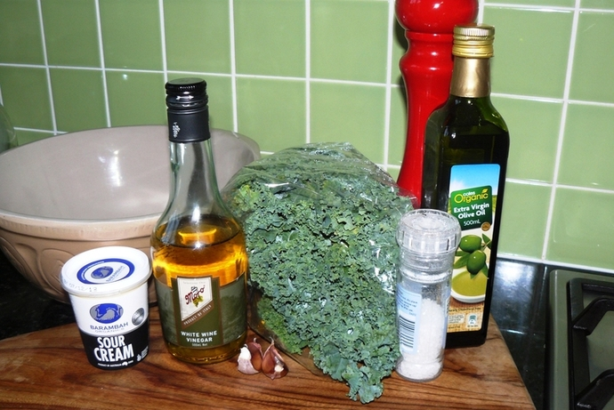 kale salad, kale salad recipe, kale, kale salad with garlic and parmesan dressing, garlic and parmesan dressing, vegetarian, vegetarian salad, kale salad ingredients