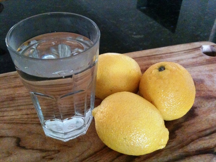 lemon, lemon water, benefits of lemon water, lemons, detox, lemons and detox, easy detox, detox without detoxing