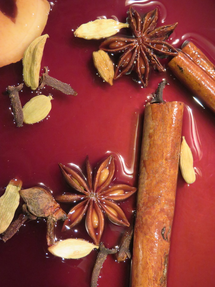 Mulled grape juice, spices, cinnamon,
