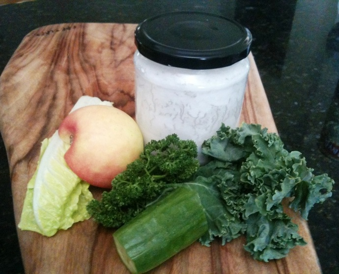 super green smoothie, green smoothie, green smoothie recipe, kale, lettuce, parsley, apple, cucumber